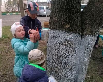Матери России и местные жители провели субботник в пгт. Сибирцево